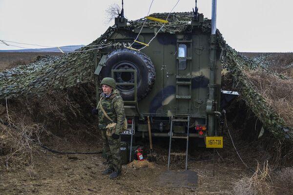 Manewry wojskowe na Krymie - Sputnik Polska