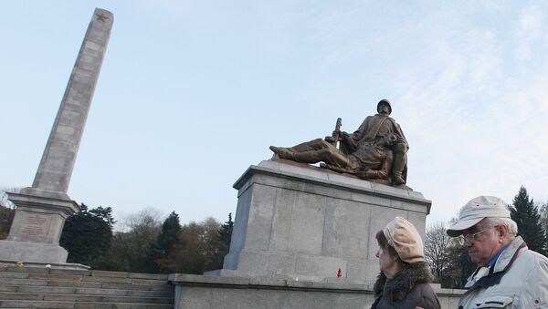 Mauzoleum Żołnierzy Radzieckich w Warszawie - Sputnik Polska