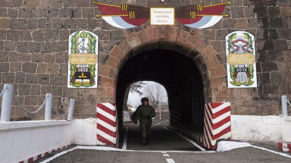Teren 102. rosyjskiej bazy wojskowej w Południowym Okręgu Wojskowym w Giumri. - Sputnik Polska