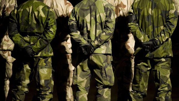 Szwedzcy żołnierze w kamuflażu - Sputnik Polska
