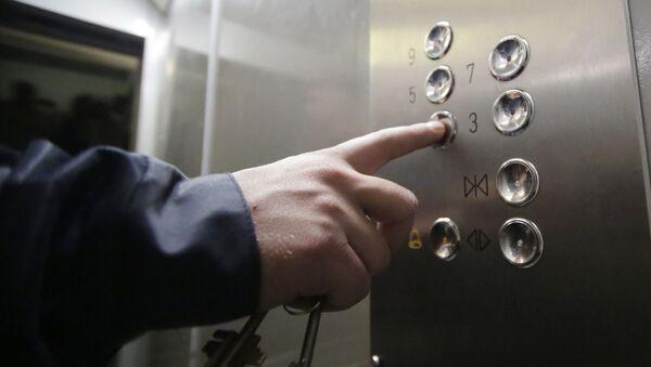 Panel z przyciskami w energooszczędnej windzie - Sputnik Polska