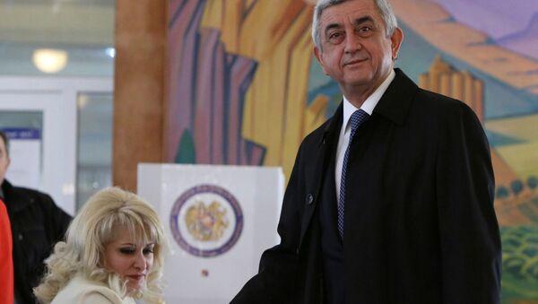 Prezydent Armenii Serż Sarkisjan podczas wyborów parlamentarnych w Erewaniu - Sputnik Polska
