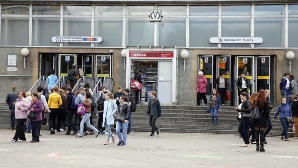 Wejście na stację metra Sennaja w Petersburgu - Sputnik Polska