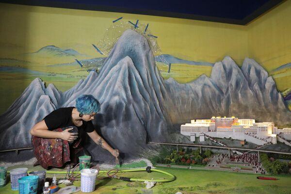 Artysta podczas pracy na wystawie Brama Guliwera w Nowym Jorku. - Sputnik Polska