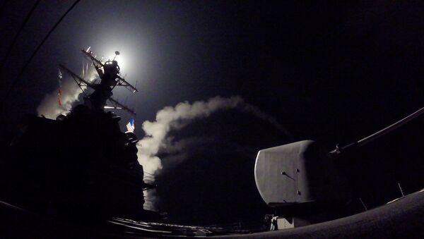 Amerykański niszczyciel atakuje syryjską bazę lotniczą - Sputnik Polska