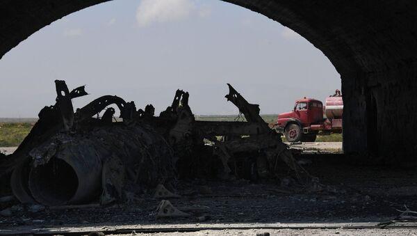 Skutki ataku rakietowego USA na bazę Szajrat - Sputnik Polska