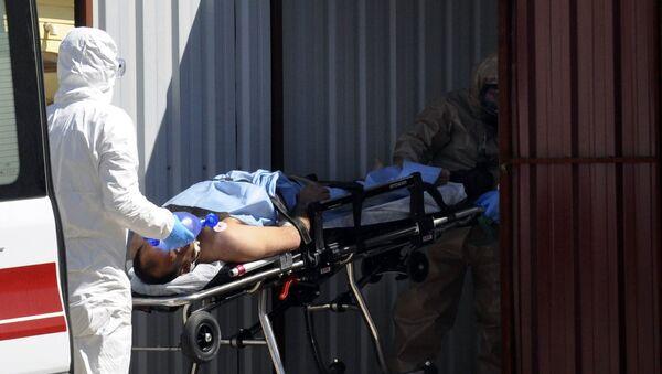 Tureccy medycy udzielają pomocy osobom zatrutym gazem toksycznym w syryjskiej prowincji Idlib - Sputnik Polska