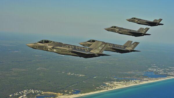 Amerykańskie myśliwce F-35A nad wybrzeżem Florydy - Sputnik Polska