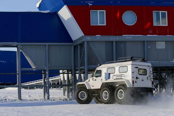 Rosyjska baza wojskowa na wyspie Ziemia Aleksandry archipelagu Ziemia Franciszka-Józefa - Sputnik Polska