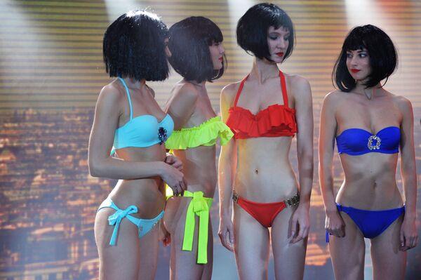 Stroje kąpielowe i bielizna na Lingerie Fashion Week - Sputnik Polska