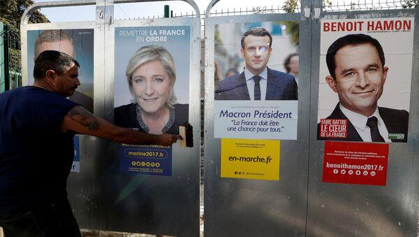 Plakaty wyborcze kandydatów na prezydenta Francji - Sputnik Polska