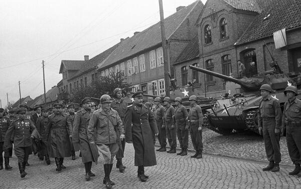 Wojska 1. Frontu Ukraińskiego Armii Czerwonej spotkały się z wojskami amerykańskimi - Sputnik Polska
