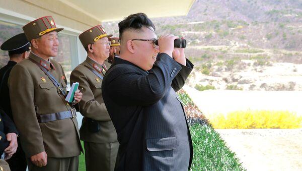 Północnokoreański przywódca Kim Dzong Un obserwuje ćwiczenia Koreańskiej Armii Ludowej - Sputnik Polska