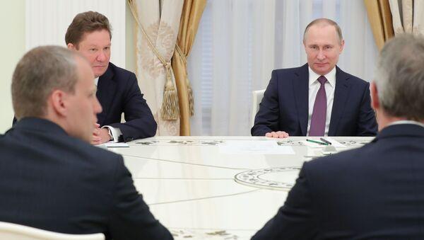 Prezydent Rosji Władimir Putin i prezes zarządu Gazpromu Aleksiej Miller na spotkaniu z dyrektorem generalnym spółki OMV Rainerem Seele - Sputnik Polska