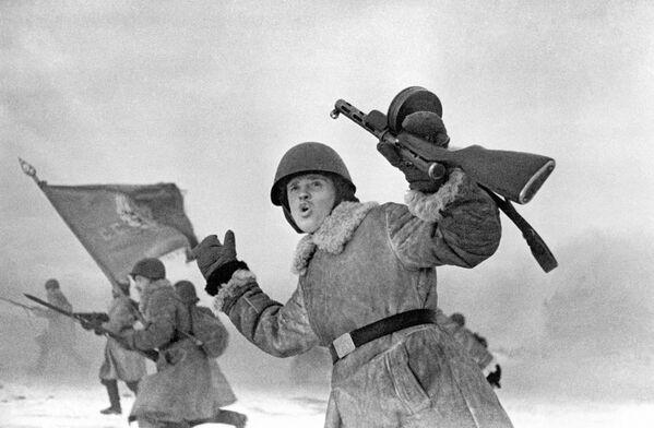 Żołnierze Frontu Leningradzkiego przystępują do ataku (1943 rok). - Sputnik Polska