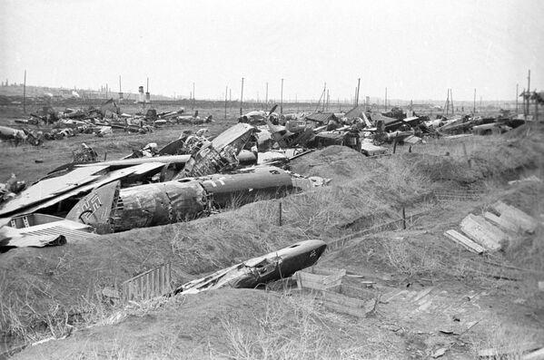 Zestrzelone samoloty faszystowskie podczas bitwy stalingradzkiej w 1943 roku. - Sputnik Polska