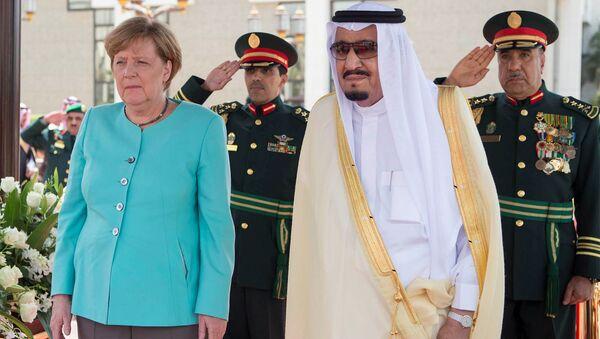 Król Arabii Saudyjskiej Salman ibn Abd al-Aziz Al Su'ud i kanclerz Niemiec Angela Merkel w mieście Dżudda - Sputnik Polska