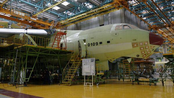 """Montaż samolotu Ił-76MD-90A w zakładzie montażu końcowego w fabryce samolotów w Uljanowsku """"Aviastar-SP"""" - Sputnik Polska"""