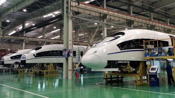 Budowa superszybkich pociągów w Chinach - Sputnik Polska