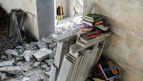 Koran i inne islamskie książki w miejscu bombardowania meczetu w Aleppo - Sputnik Polska