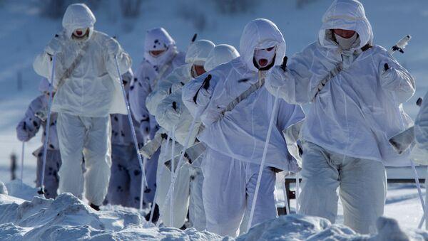 Żołnierze 61. Pułku Piechoty Morskiej Floty Północnej na ćwiczeniach w Arktyce - Sputnik Polska