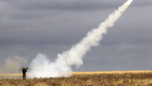 Użycie przenośnego zestawu rakietowego podczas ćwiczeń w obwodzie archanigielskim - Sputnik Polska