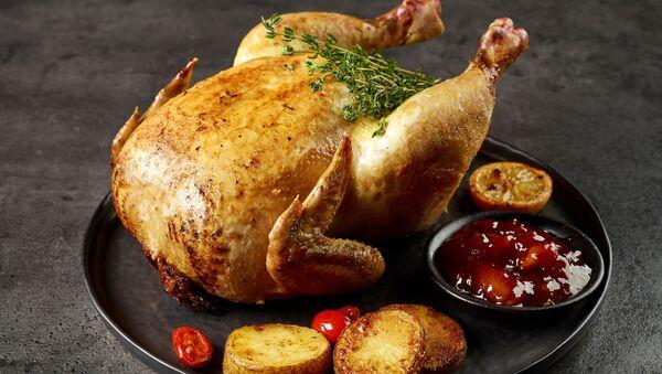 Pieczony kurczak w całości - Sputnik Polska