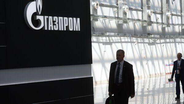 Stend z logotypem Gazpromu na mięzynarodowym forum inwestycyjnym Soczi-2016 - Sputnik Polska