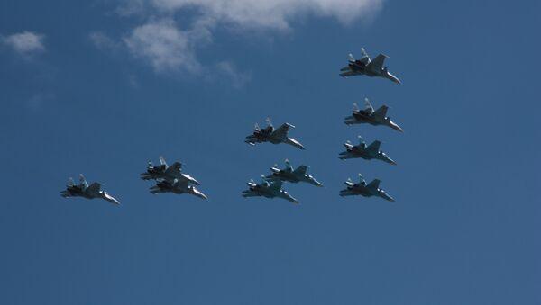 Su-34 w niebie nad Moskwą - Sputnik Polska
