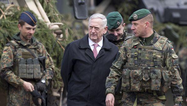 Szef Pentagonu James Mattis podczas wizyty na Litwie - Sputnik Polska
