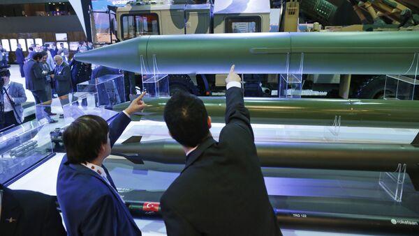 Turecki system rakietowy KAAN i pociski TRG-300 na Międzynarodowej Wystawie Przemysłu Obronnego IDEF'17 - Sputnik Polska