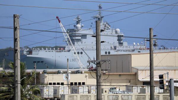 """Francuski śmigłowcowiec typu """"Mistral"""" w porcie w bazie marynarki wojennej Guam - Sputnik Polska"""