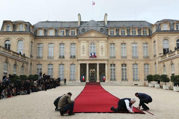 Przygotowania do ceremonii zaprzysiężenia prezydenta elekta Francji Emmanuela Macrona przed Pałacem Elizejskim w Paryżu. - Sputnik Polska