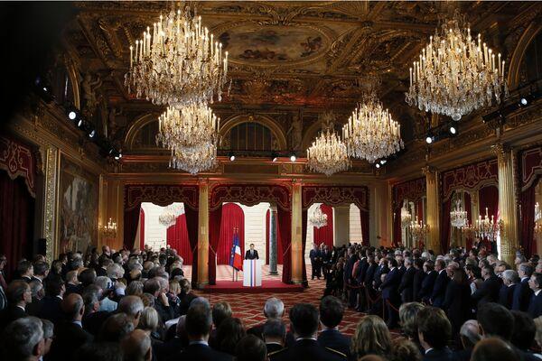 Nowy prezydent Francji Emmanuel Macron podczas ceremonii zaprzysiężenia. - Sputnik Polska