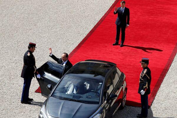 Były prezydent Francji Francois Hollande opuszcza Pałac Elizejski. - Sputnik Polska
