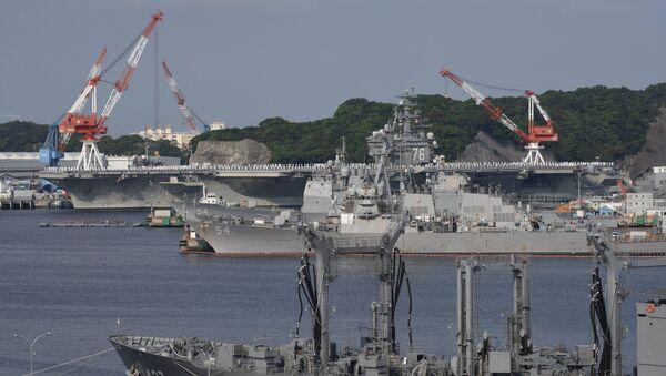 Lotniskowiec amerykańskiej marynarki wojennej Ronald Reagan w porcie miasta Yokosuka w Japonii - Sputnik Polska