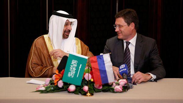 Ministrowie energetyki Arabii Saudyjskiej i Rosji Khalid al-Falih i Aleksander Nowak w Pekinie - Sputnik Polska