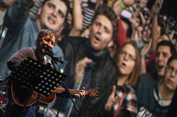 Lider DDT Jurij Szewczuk na koncercie w Moskwie, marzec 2017 - Sputnik Polska