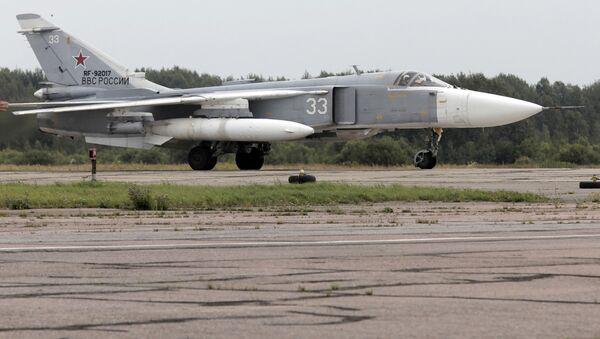 Bombowiec frontowy Su-24M na lotnisku wojskowym w miejscowości Puszkin - Sputnik Polska