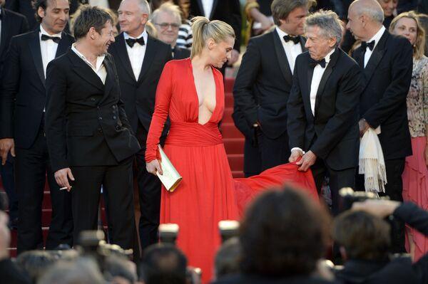 Aktorki i modelki w najbardziej odważnych kreacjach Festiwalu Filmowego w Cannes - Sputnik Polska