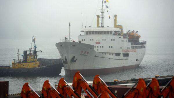 Północnokoreański statek Man Gyong Bong w porcie we Władywostoku - Sputnik Polska