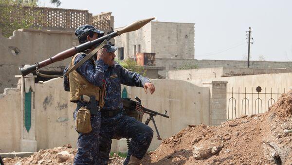 Iracki żołnierz w Mosulu - Sputnik Polska
