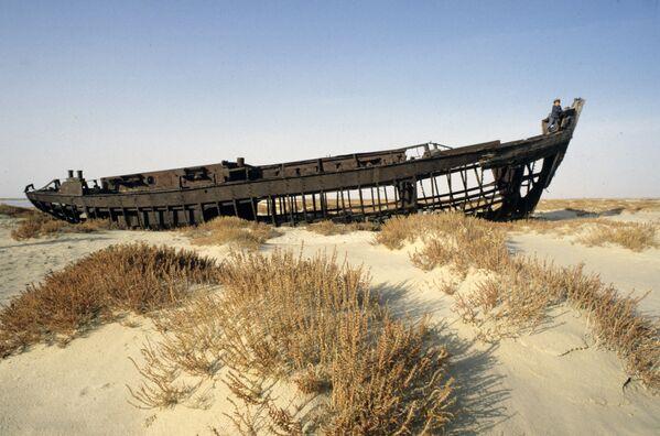 Aralsk – port, który utracił dostęp do morza. Do rozpadu Związku Radzieckiego znajdowały się tutaj laboratoria broni biologicznej. - Sputnik Polska