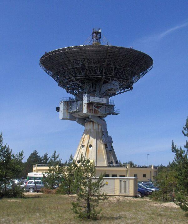 """Międzynarodowe Centrum Radioastronomii zostało założone w 1971 roku w pobliżu łotewskiego miasta Windawa, na brzegu Morza Bałtyckiego. Swoje istnienie zawdzięcza radzieckiej armii. Początkowo miała to być stacja wywiadu kosmicznego """"Zviezda"""". W 1994 roku, po wycofaniu się wojsk radzieckich, centrum zostało przekazane Łotewskiej Akademii Nauk. - Sputnik Polska"""