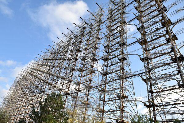 Duga-1 – radziecki radar pozahoryzontalny do wykrywania nadlatujących nad terytorium ZSRR pocisków balistycznych m.in. USA z głowicami nuklearnymi. Wybudowany w okolicach Mikołajowa na Ukrainie. Wyłączony po katastrofie w Elektrowni Atomowej w Czarnobylu. - Sputnik Polska