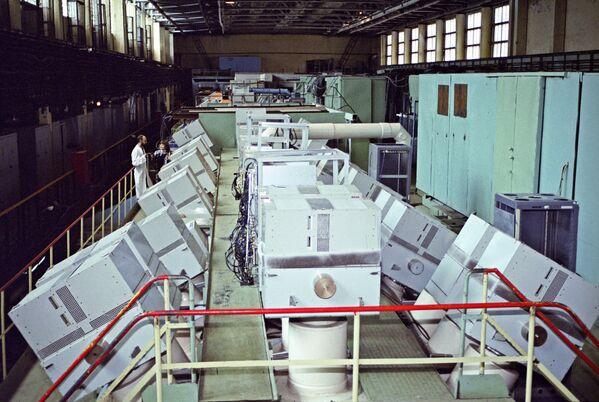 Akcelerator protonów w mieście Protwino w obwodzie moskiewskim. Protwino założono w roku 1960 jako osiedle pracownicze. Było to miejsce tajne, dostępne tylko ze specjalną przepustką. Miało kryptonim Sierpuchow–7. - Sputnik Polska