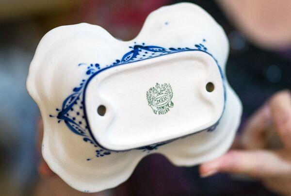 """Znak jakości umieszczany na każdym wyrobie, wyprodukowanym w Fabryce Porcelany """"Gżel"""". - Sputnik Polska"""