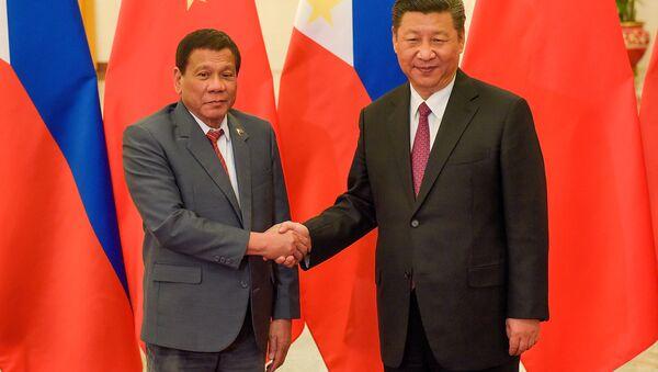 Prezydent Filipin Rodrigo Duterte i przewodniczący Chin Xi Jinping - Sputnik Polska