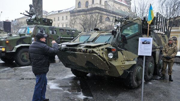 Transporter opancerzony BTR - 4 na wystawie broni armii Ukrainy we Lwowie - Sputnik Polska