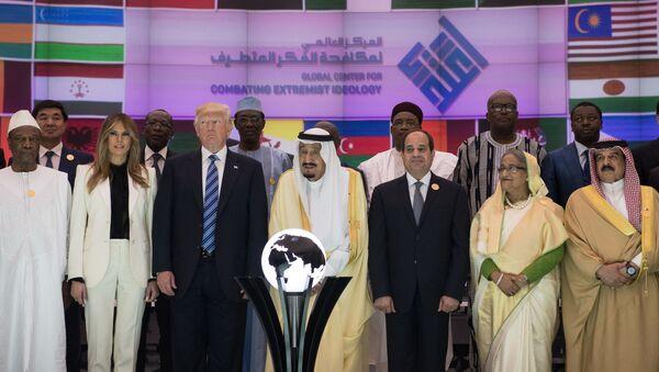 Prezydent USA Donald Trump, król Arabii Saudyjskiej Salman ibn Abd al-Aziz Al Su'ud i prezydent Egiptu Abd al-Fattah as-Sisi na szczycie w Rijadzie - Sputnik Polska